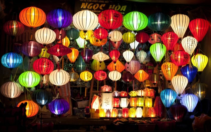 Da Nang Discovery, Lantern shop at night
